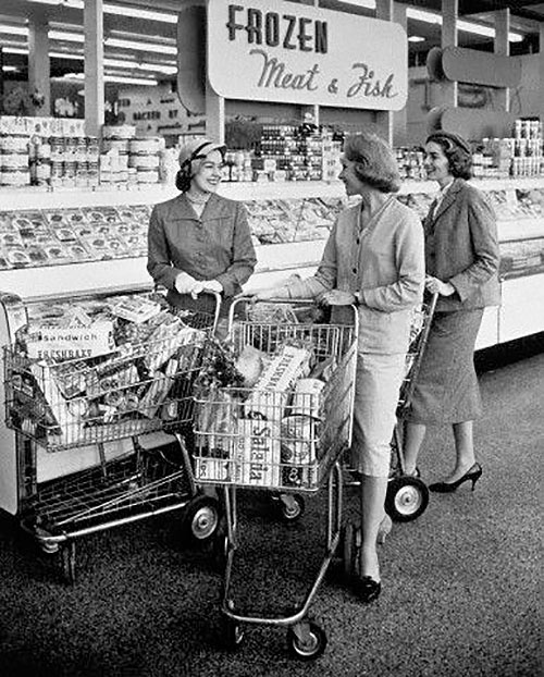 Grocery-Gathering-Women